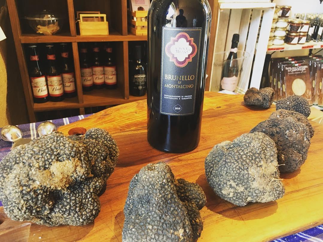 I prodotti di Siena Tartufi - Brunello di Montalcino e tartufo fresco a Piazza del Campo