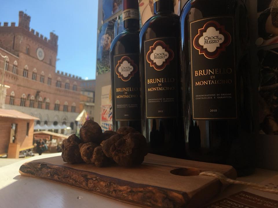 La bellissima Piazza del Campo vista dal negozio di Siena Tartufi