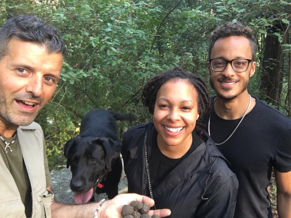 Truffle hunting Siena Tartufi - Alessandro con una coppia di turisti